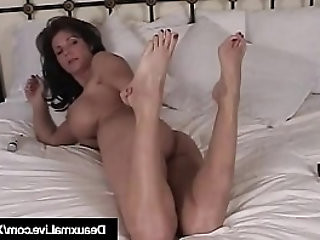 Texas Cougar Gets Naked Shows Off Her Feet and Soles