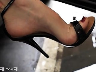 Kelly Space high arched feet in flip flops and high heels parking lot